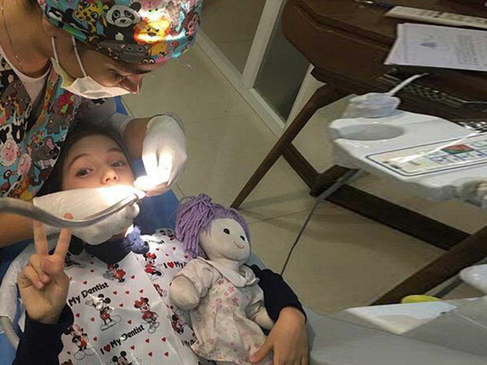 home call background 2 960x720 - دندانپزشکی کودکان در کرج