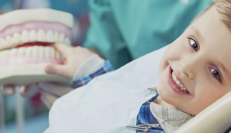 10 960x551 - نکات مهم برای حفظ زیبایی لبخند کودک