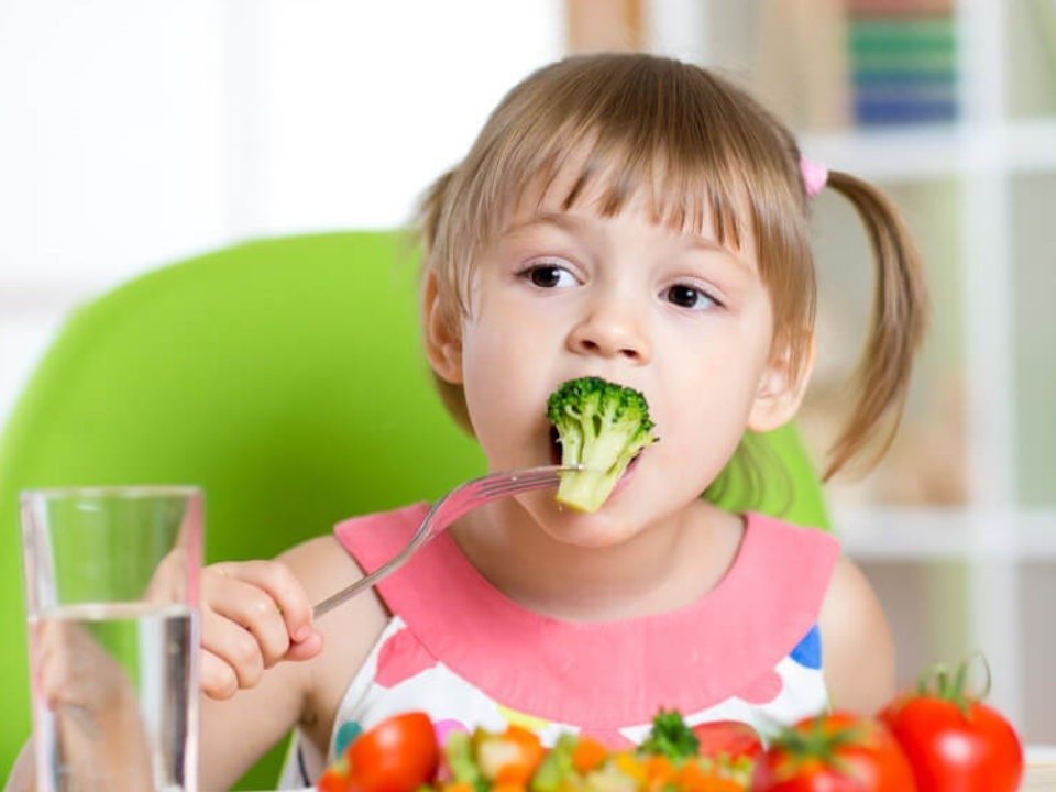 3 960x720 - ویتامین ها و مواد معدنی ضروری برای سلامت دندان کودکان