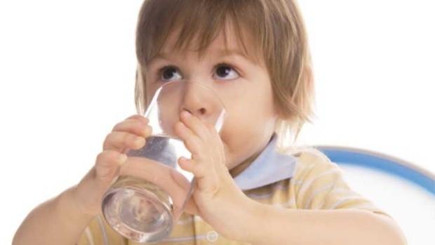 8 1 - اهمیت نوشیدن آب برای سلامت دهان کودکان