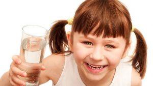 اهمیت نوشیدن آب برای سلامت دهان کودکان