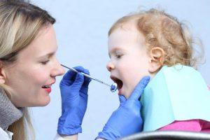 استفراغ کردن نوزادان در حین دندان درآوردن
