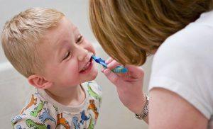 تشویق کودکان به مسواک زدن