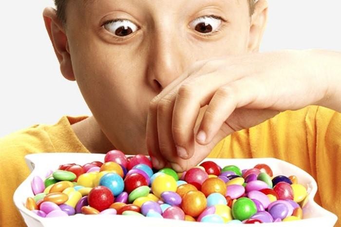 مضرات مصرف شکر برای کودکان